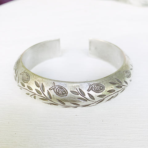 FISHY ENGRAVED CUFF BANGLE