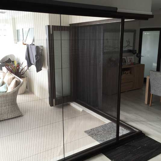 Pillarless Corner Retractable Fly Screen