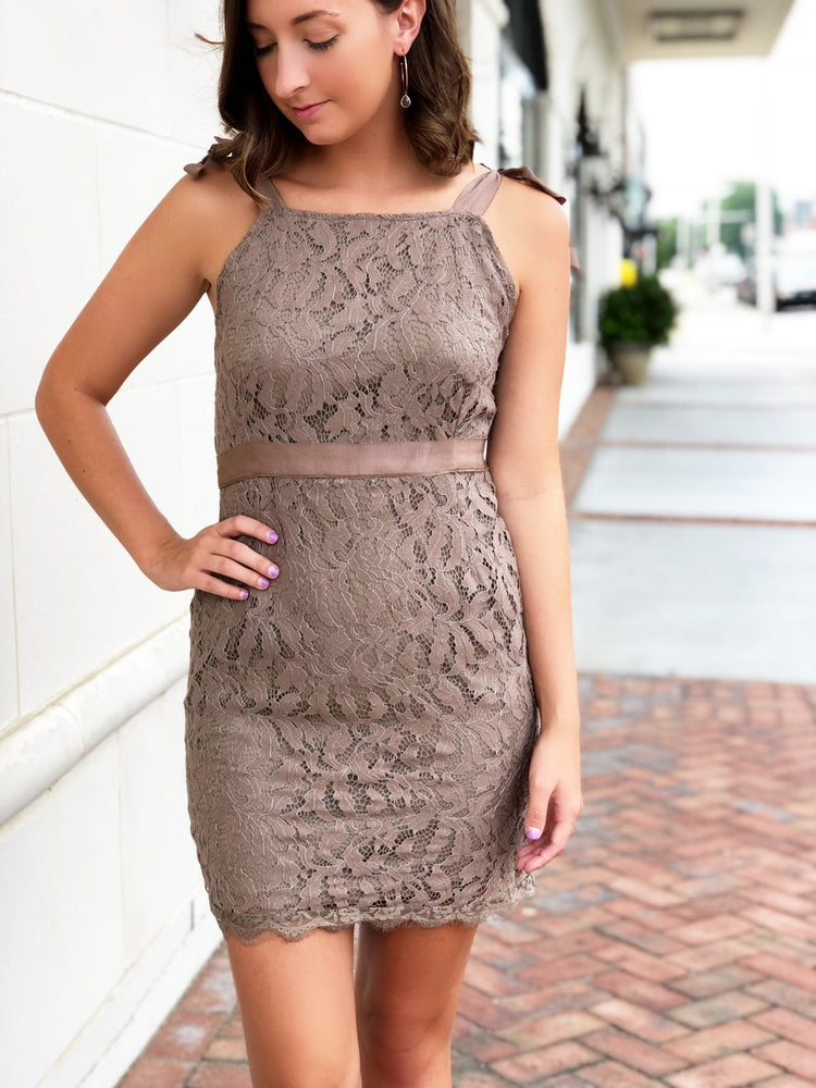 TIED LEAF LACED DRESS