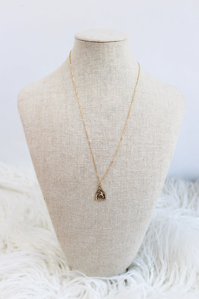 SIMPLE CHAIN TRIANGLE MARY NECKLACE
