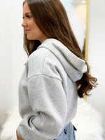 CUTE AND CROPPED SWEATSHIRT