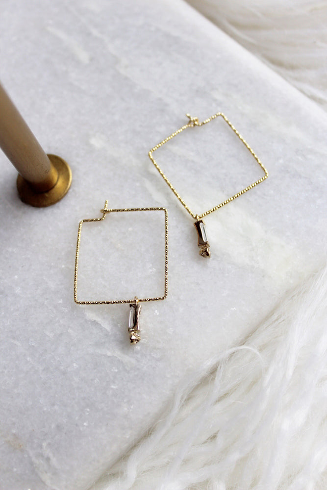 SQUARE WIRE EARRING