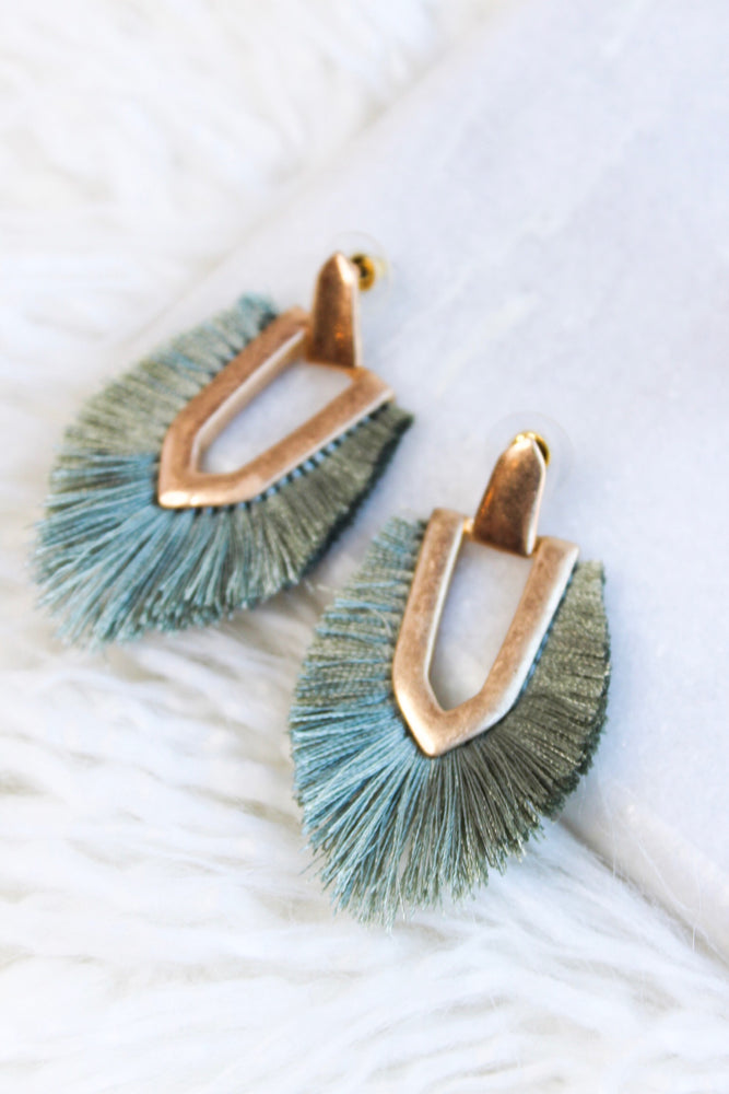 SHOWPLACE EARRING