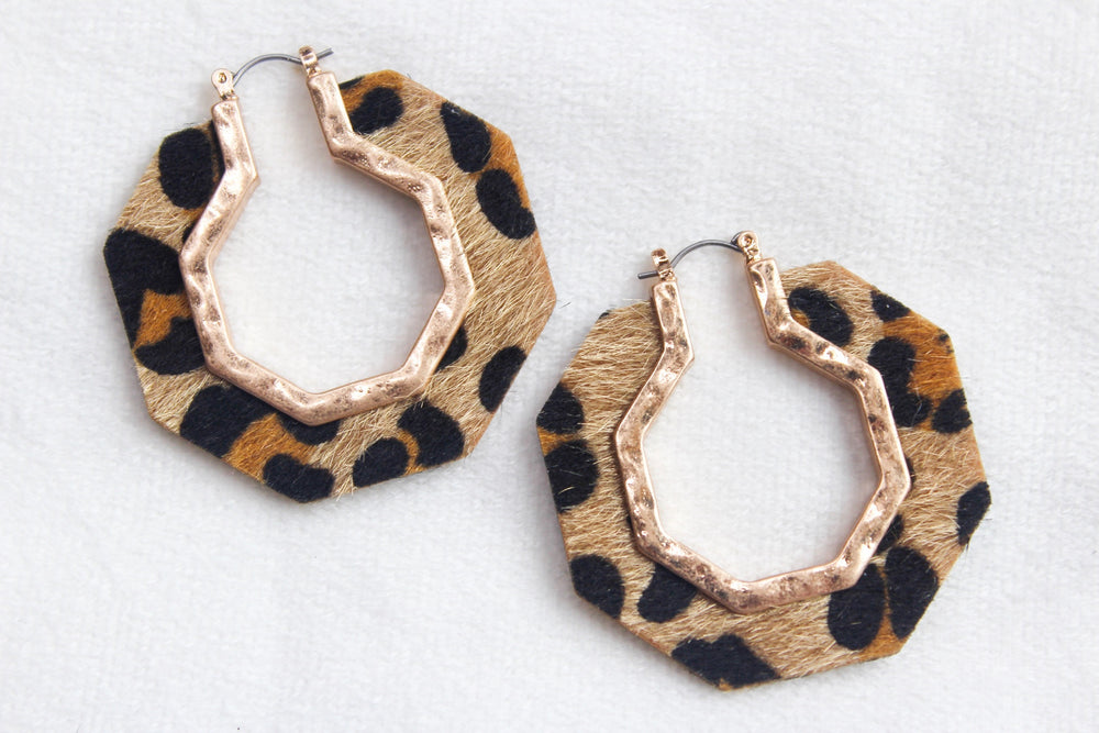 OCTAGON ANIMAL EARRING