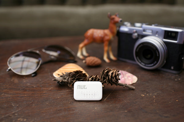 Nut mini (F6)- Small Bluetooth tracker, replaceable battery. White