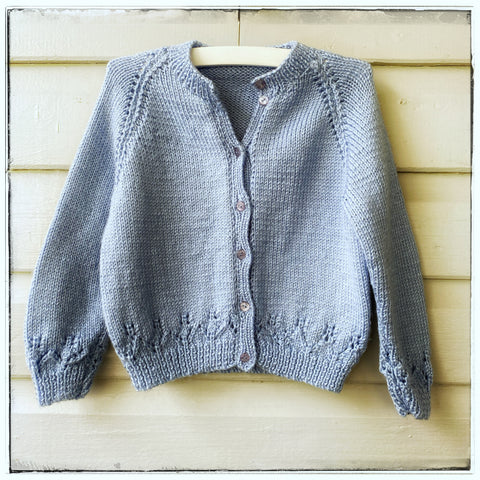 Handknitted cardigan size 3-4