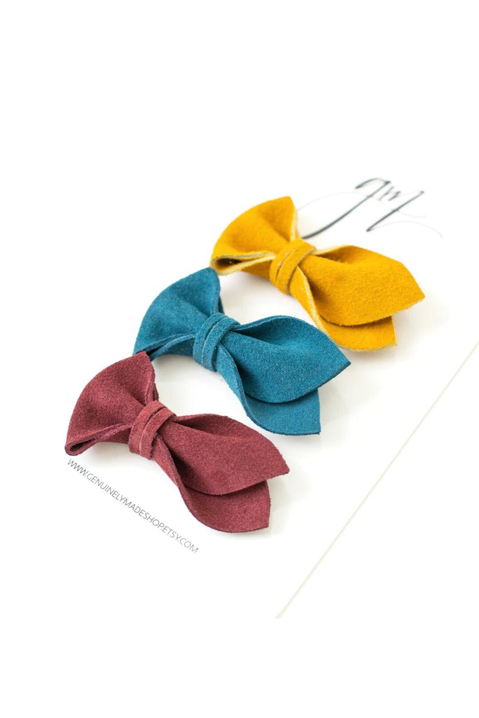 Suede Tulip Bow Set by Genuinely Made