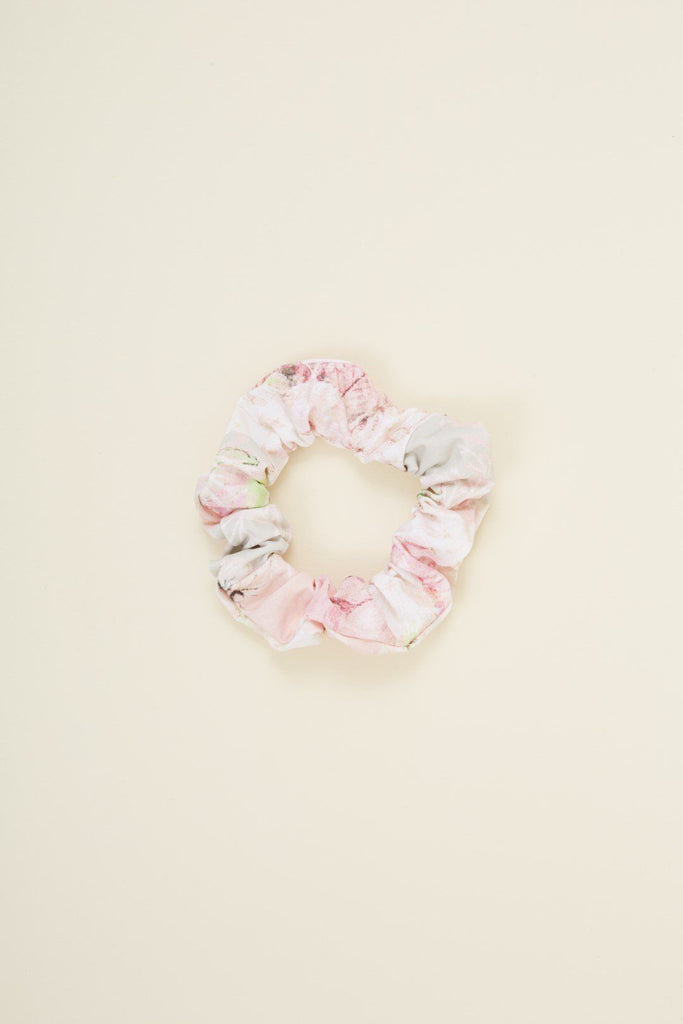 https://cdn.shopify.com/s/files/1/1427/1236/products/ECARSCRUNCHIE_9255d1c4-26ac-4578-8164-e177047c2d70.jpg?v=1594424414