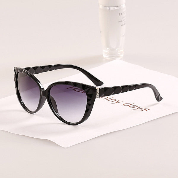 Cat Eye Women Diamond Leg Super fashion sunglasses women new style wave frame sun glasses