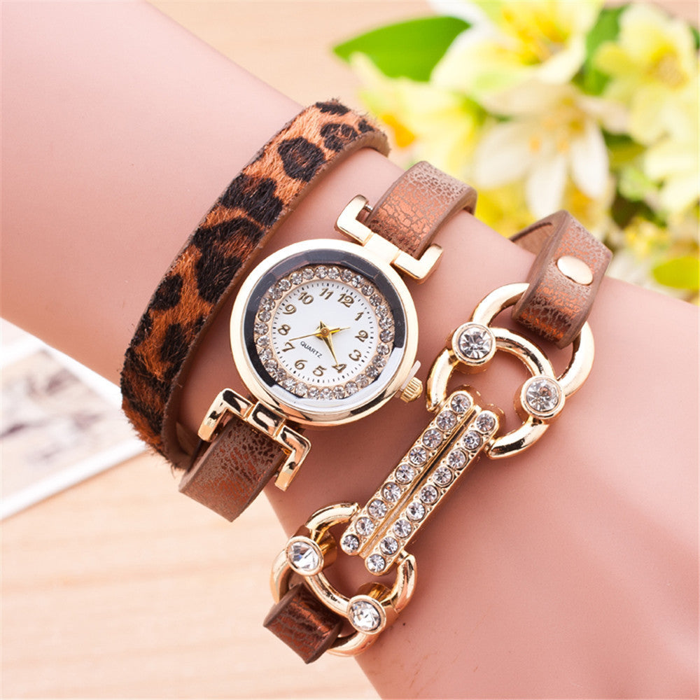 Fashion Casual Long Leather Strap watches Women Popular Jewelry Ethnic Style Surround the Wrist Quartz Watch Clock 8 Colors
