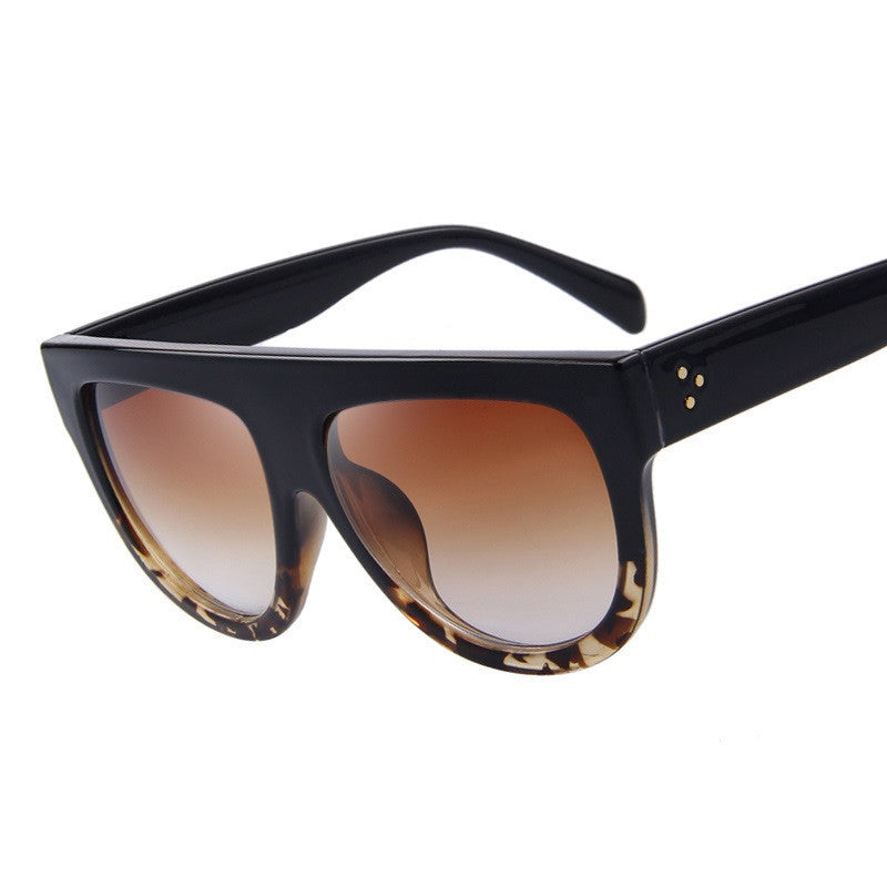 Fashion Women Big Frame Sunglasses Classic Brand Designer Rivet Shades Flat Top Oversize Shield Shape Glasses UV400