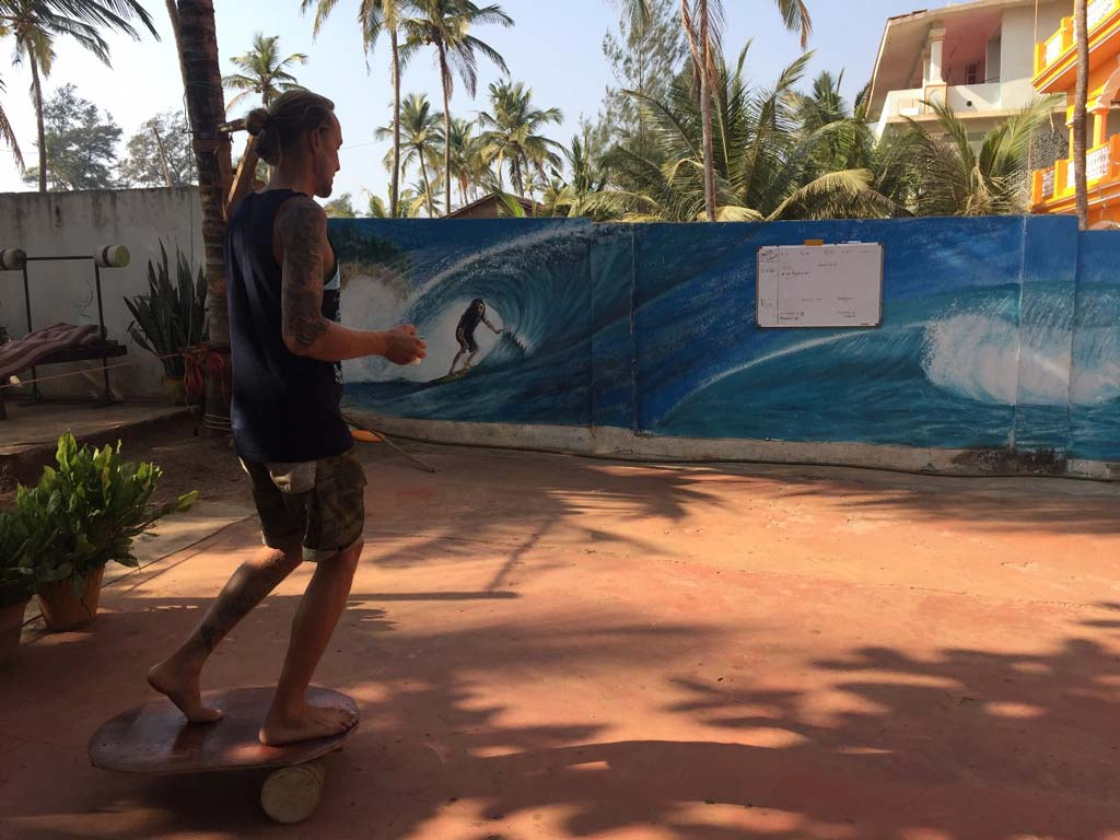 Balance Board at Surf Wala Aramabol