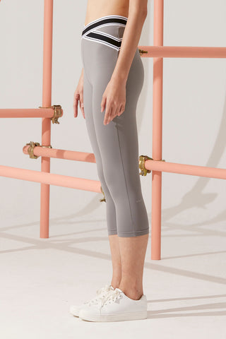 Naomi X-Cross Capri in Grey