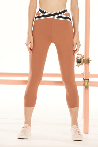 Naomi X-Cross Capri in Mocha