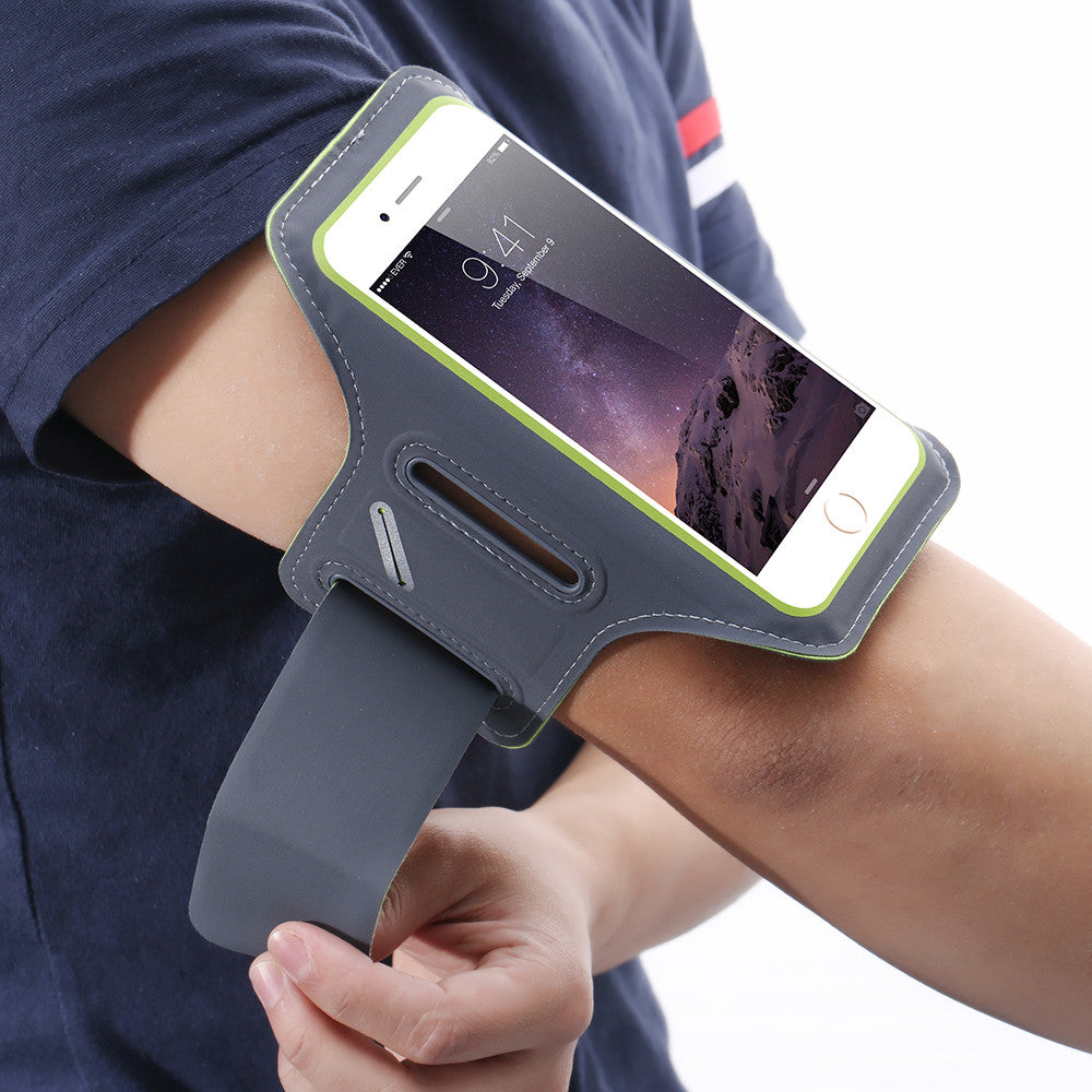 "Universal waterproof arm band for 5.5"" screen phones, used for running"