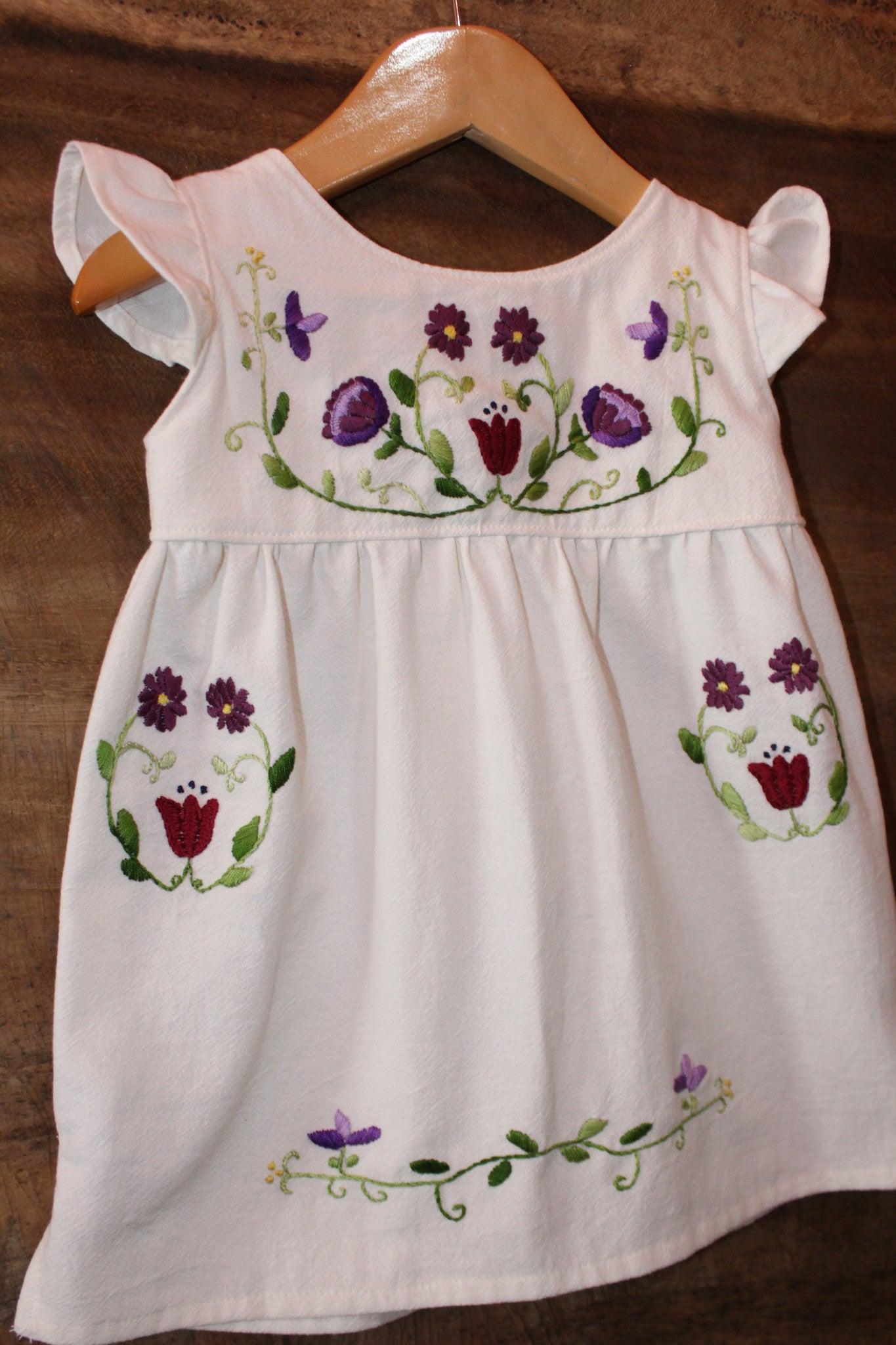 Traditional Oaxacan Tunic - Unbleached Local Cotton - Flower Detail - Past Traditional