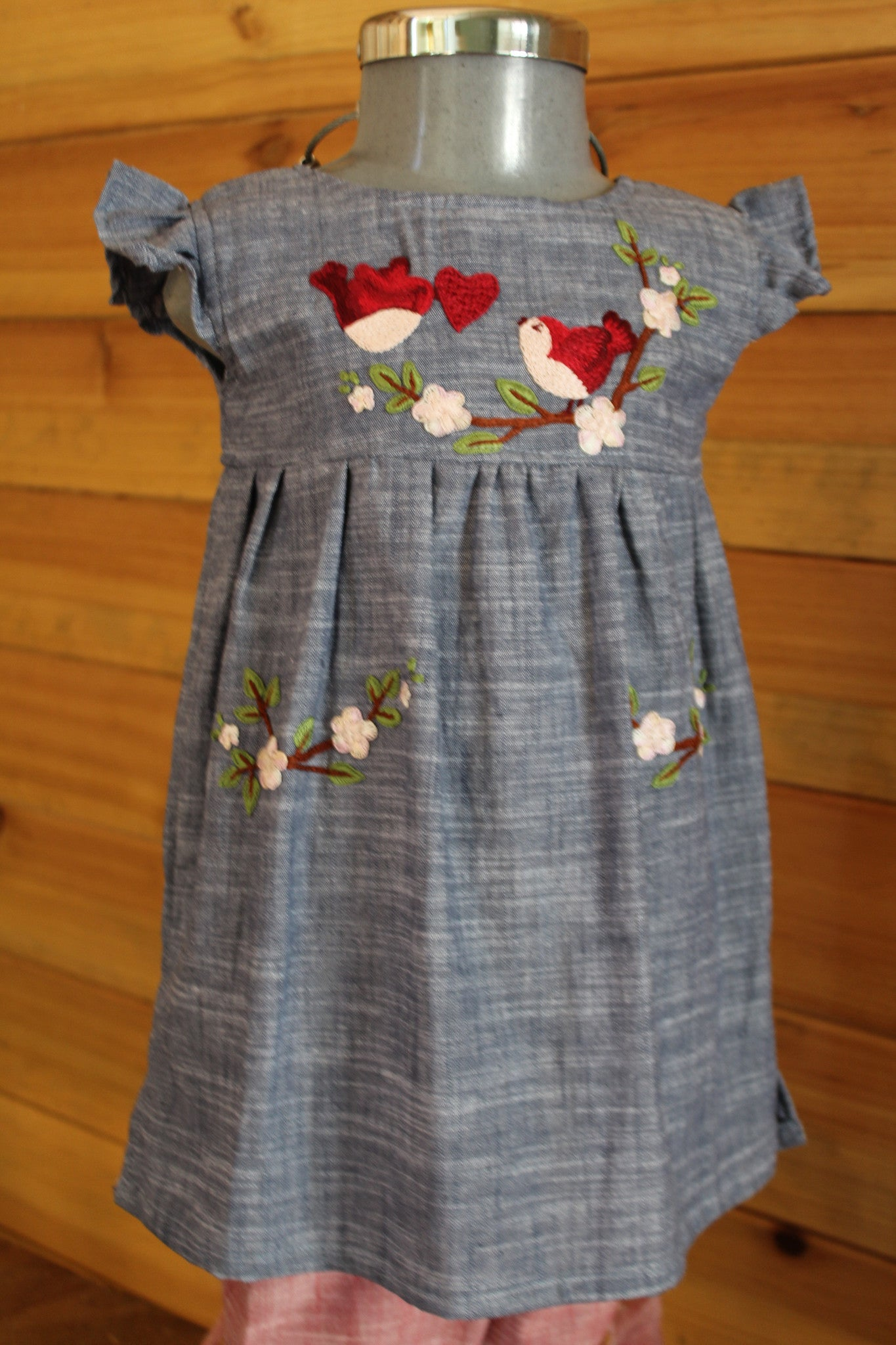 Valentine's Day Tunic - Birdies & Hearts Detail om Chambray -