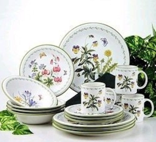 "Mikasa ""Garden Bloom"" Stoneware 16 Piece, Service for 4"