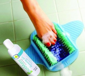 clean toes and feet to prevent nail fungus