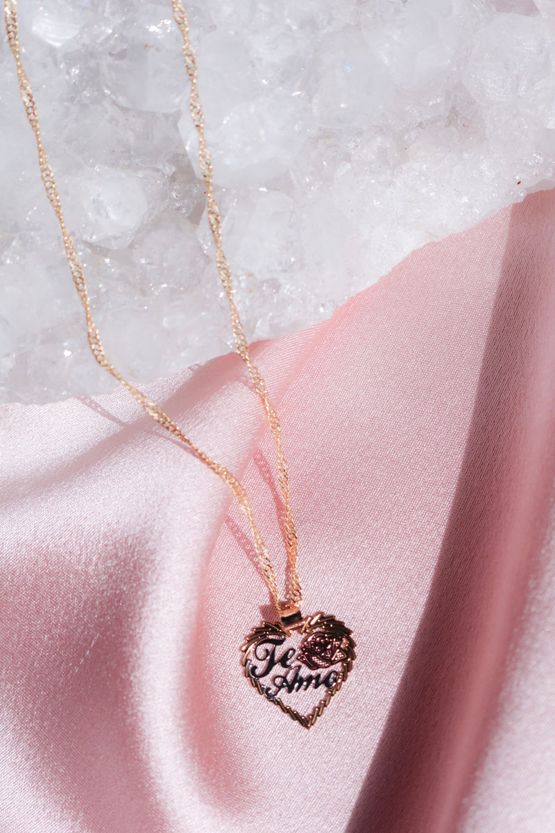 Heart Pendant Necklace that says Te Amo