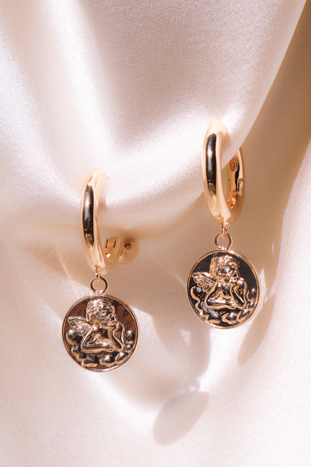Drop earrings with angel engraving