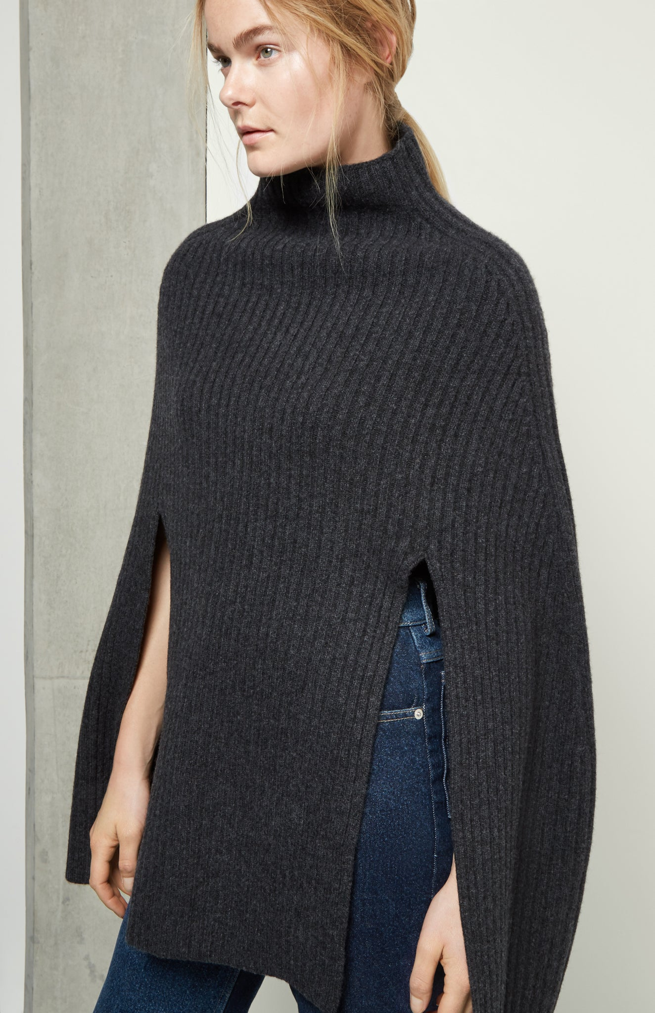 Ribbed Cashmere Poncho In Grey