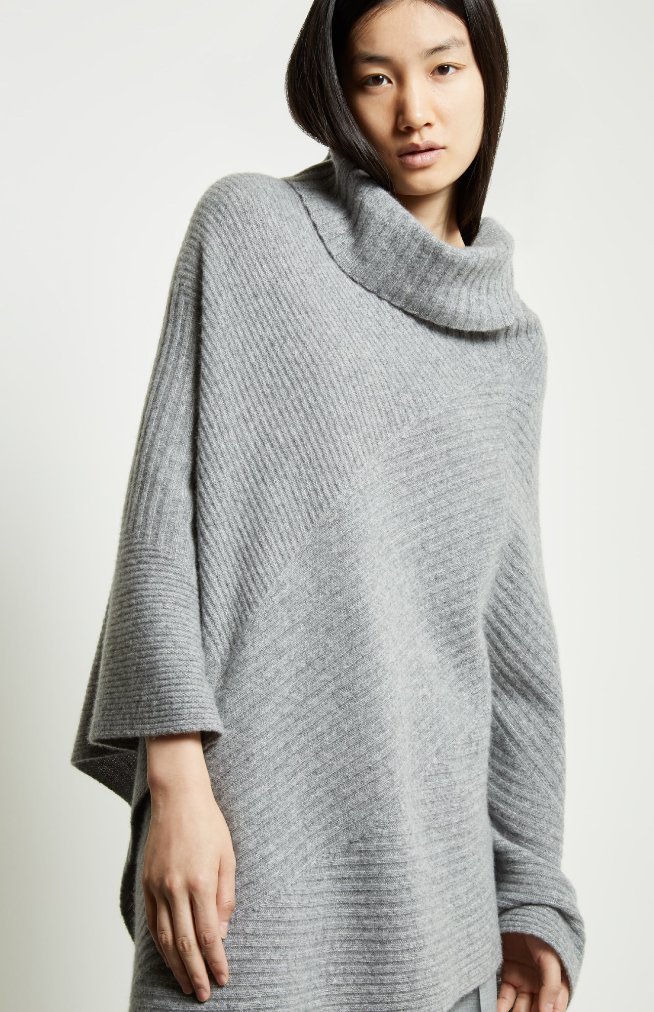 Travelling Rib Poncho In Grey