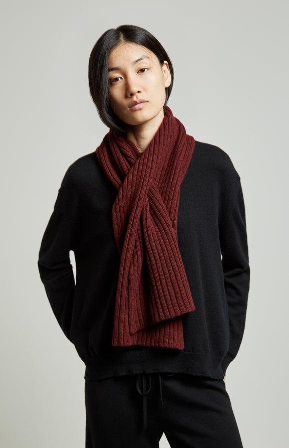 Cross Over Cashmere Scarf In Burgundy