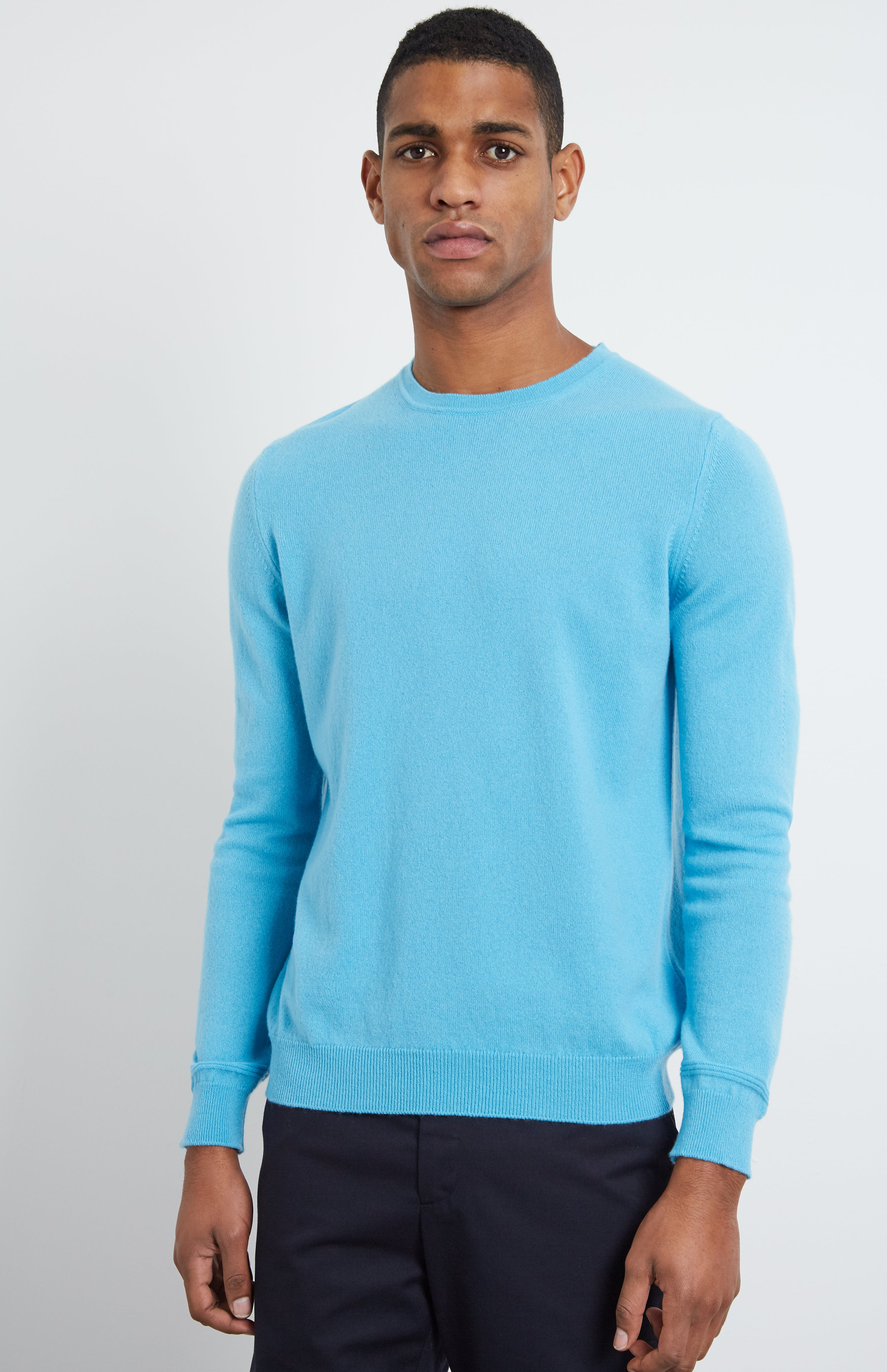 Men's Scottish Cashmere Round Neck Jumper In Pool Blue
