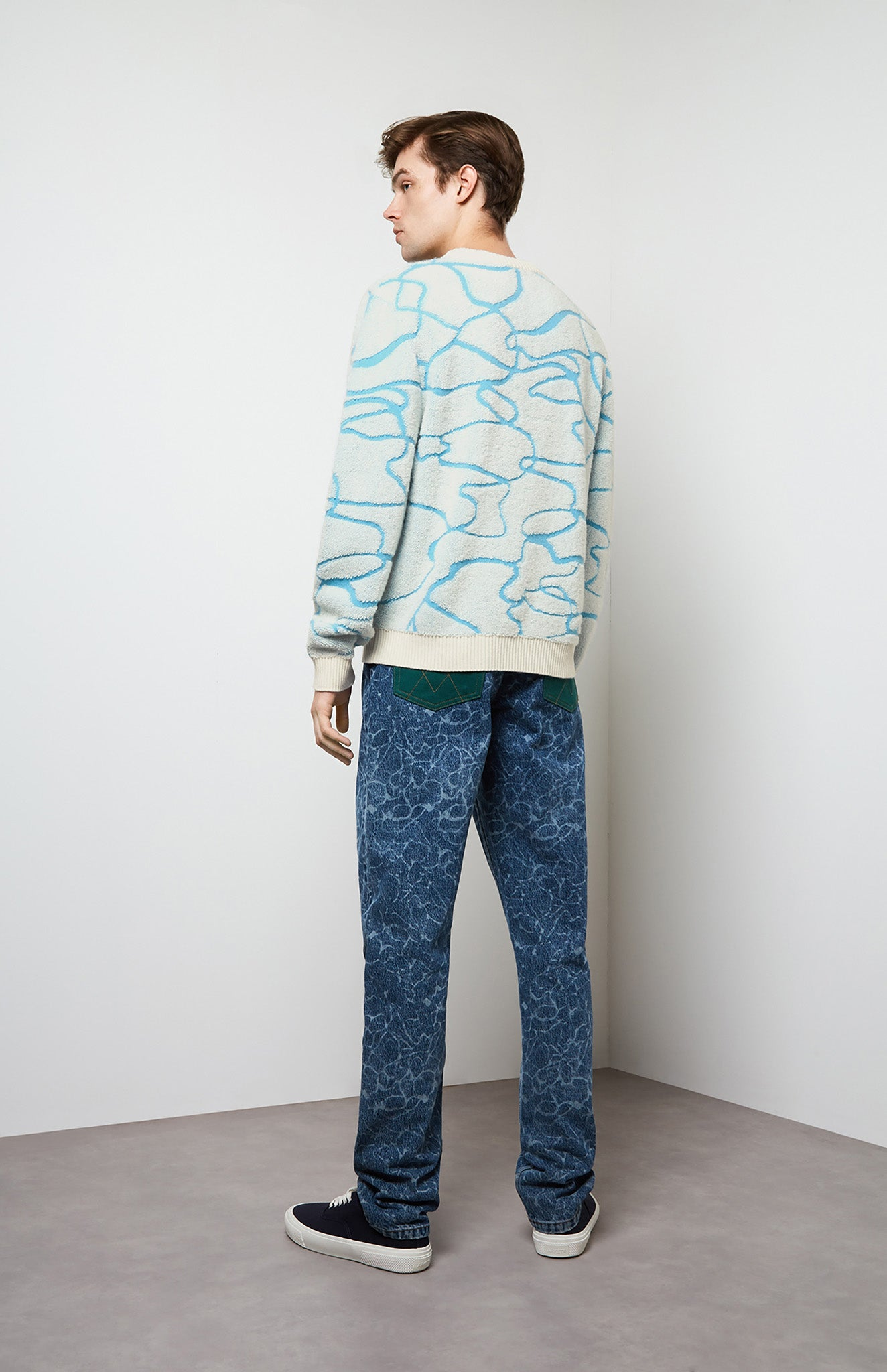Graphic Cashmere Reflections Jumper In White/Blue