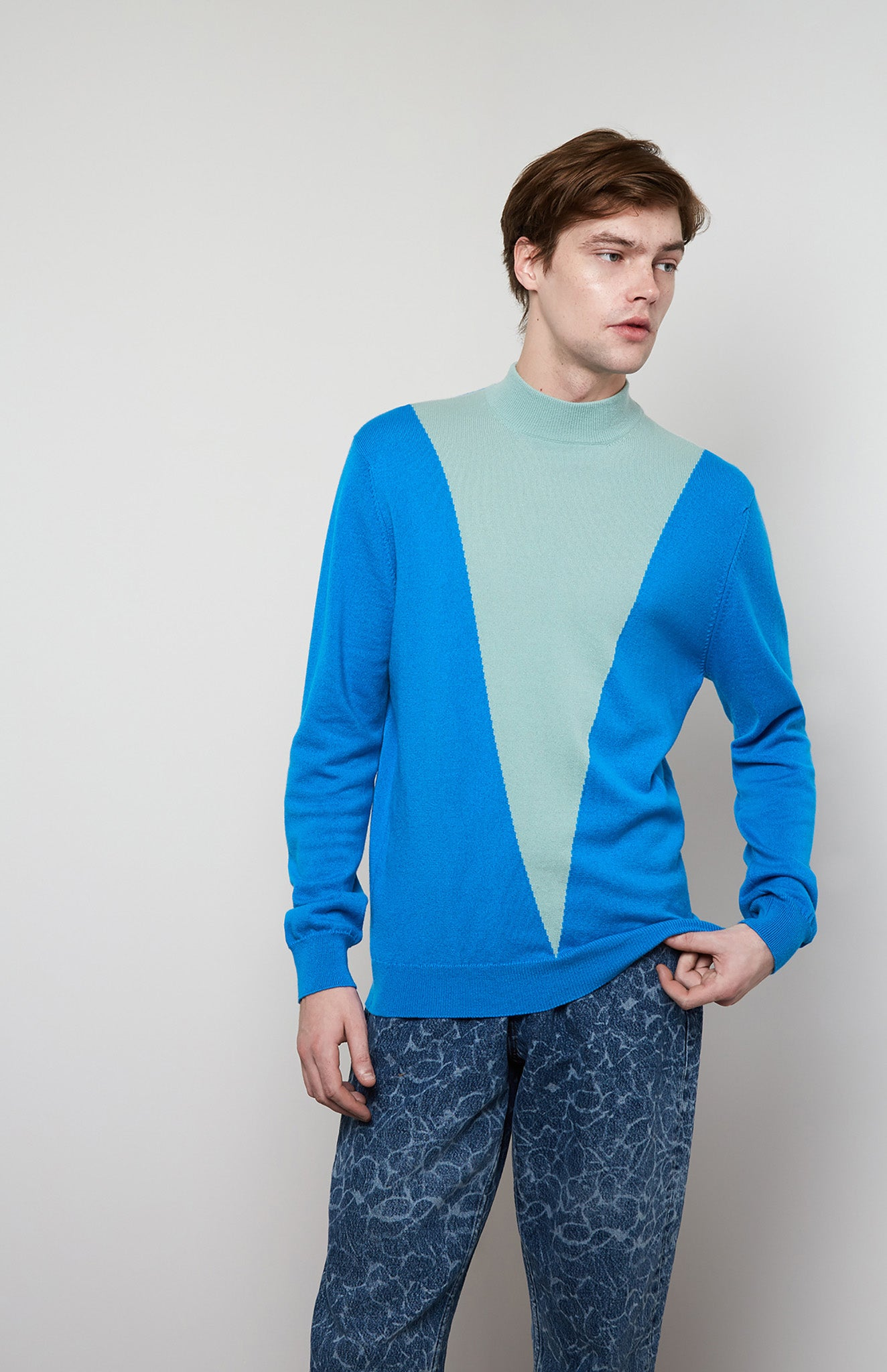 Colour Block V Cashmere Jumper In Blue