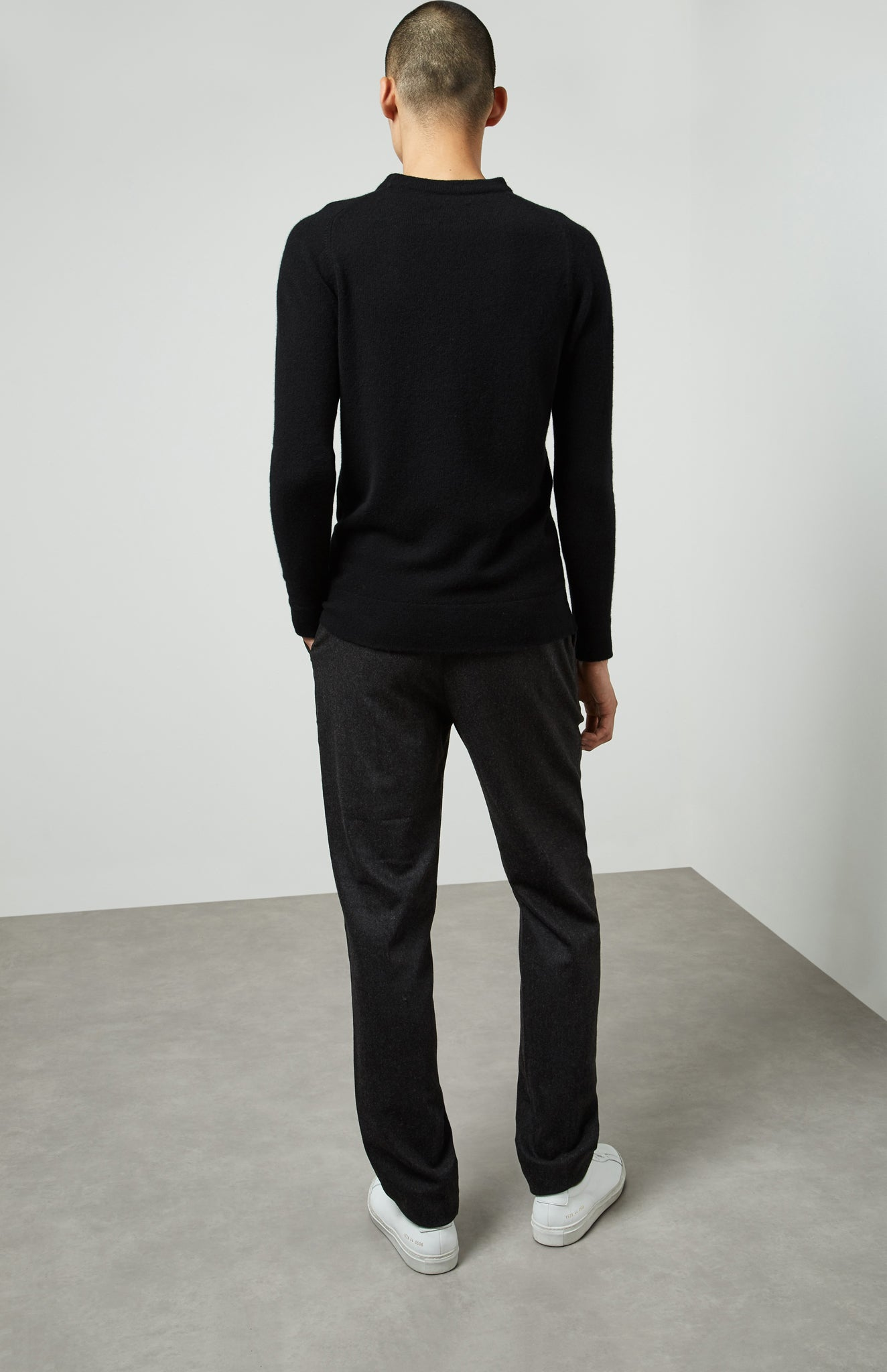 Round Neck Off Gauge Cashmere Jumper In Black