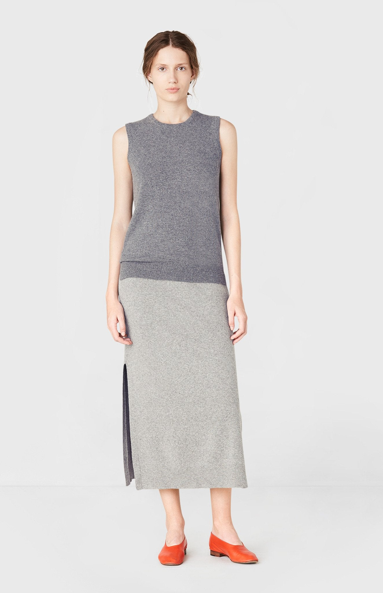 Round Neck Sleeveless Cashmere Jumper in Smog