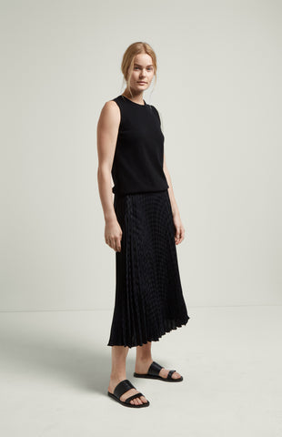 Diamond Jacquard Pleated Skirt In Black