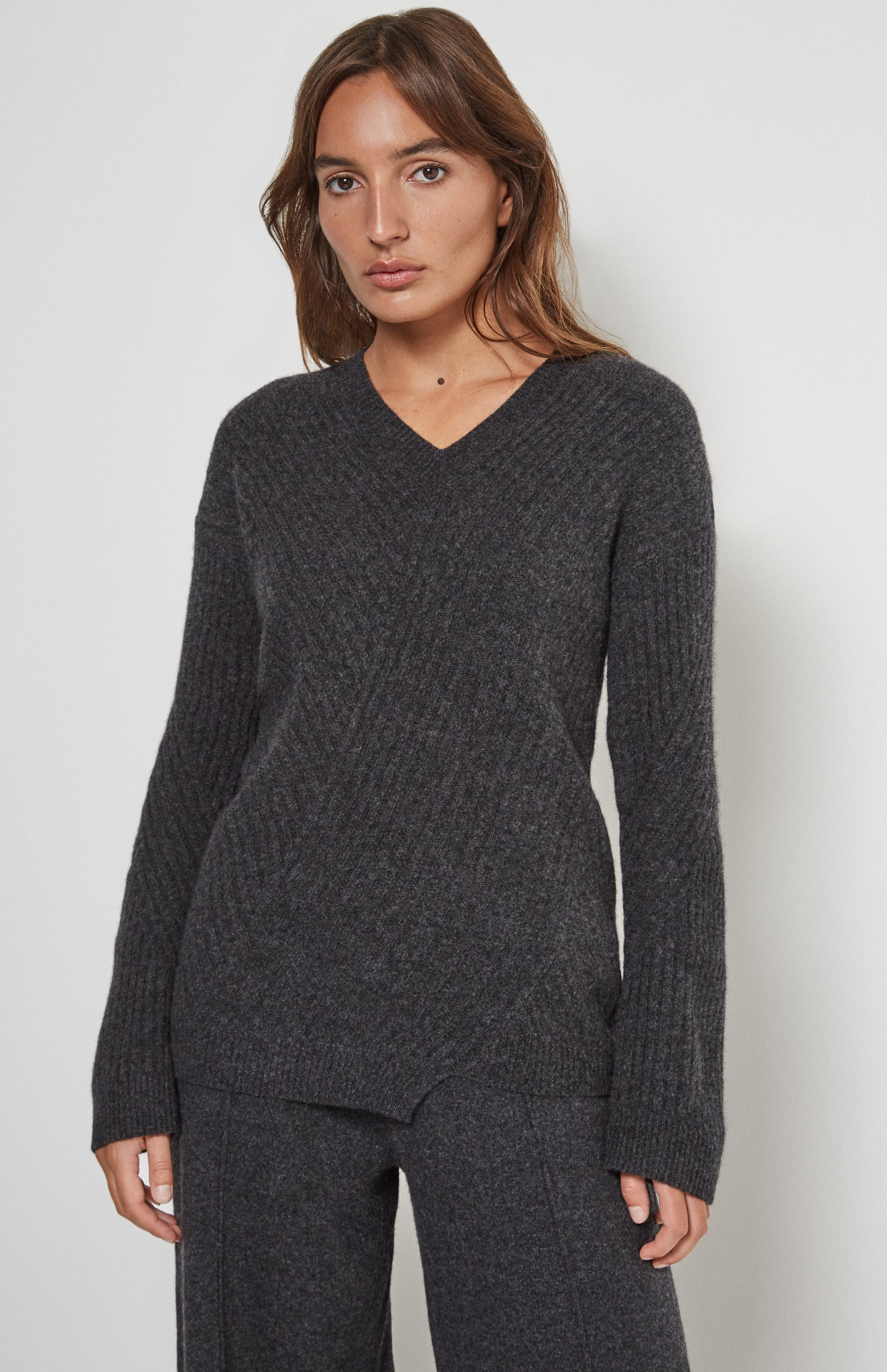 Travelling Rib V Neck Jumper In Charcoal