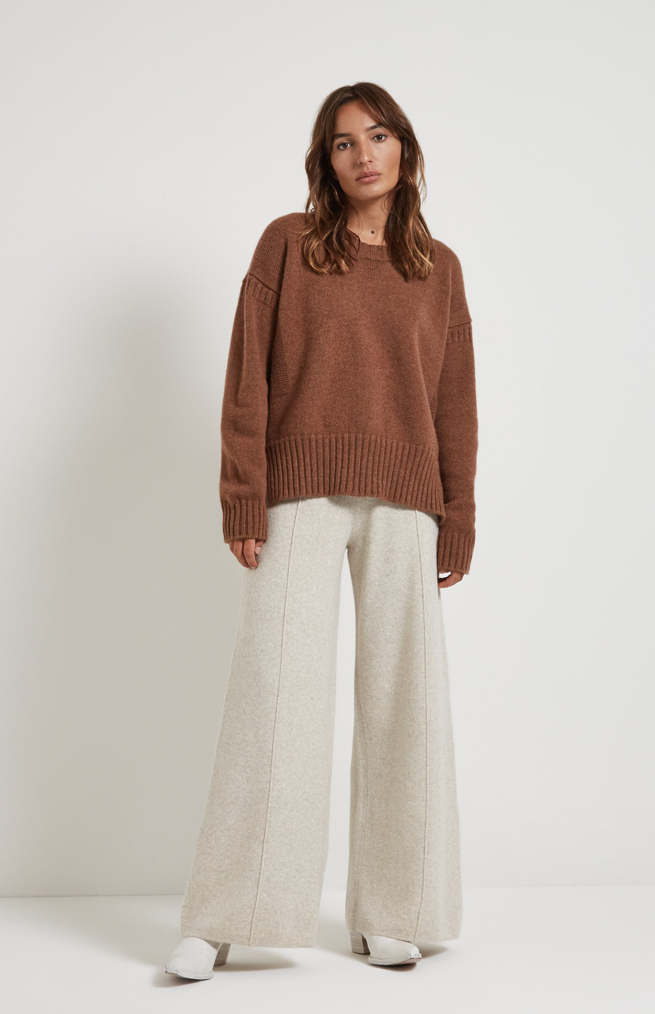 Guernsey Stitch Round Neck Jumper in Hazelnut