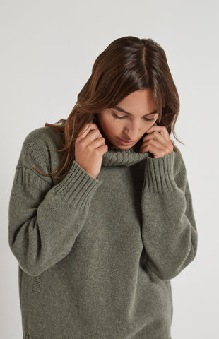 Guernsey Stitch Roll Neck Jumper in Moss