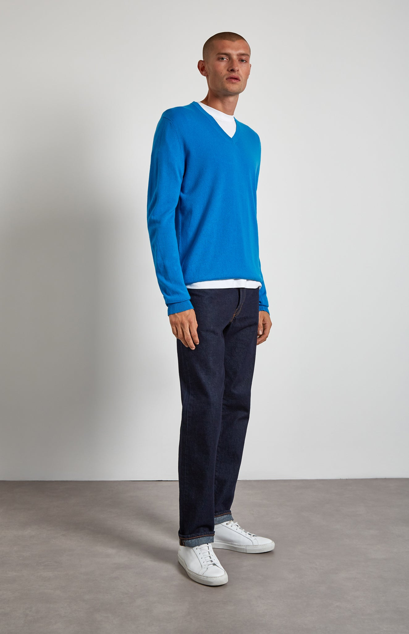 V Neck Cashmere Jumper In Flash Blue