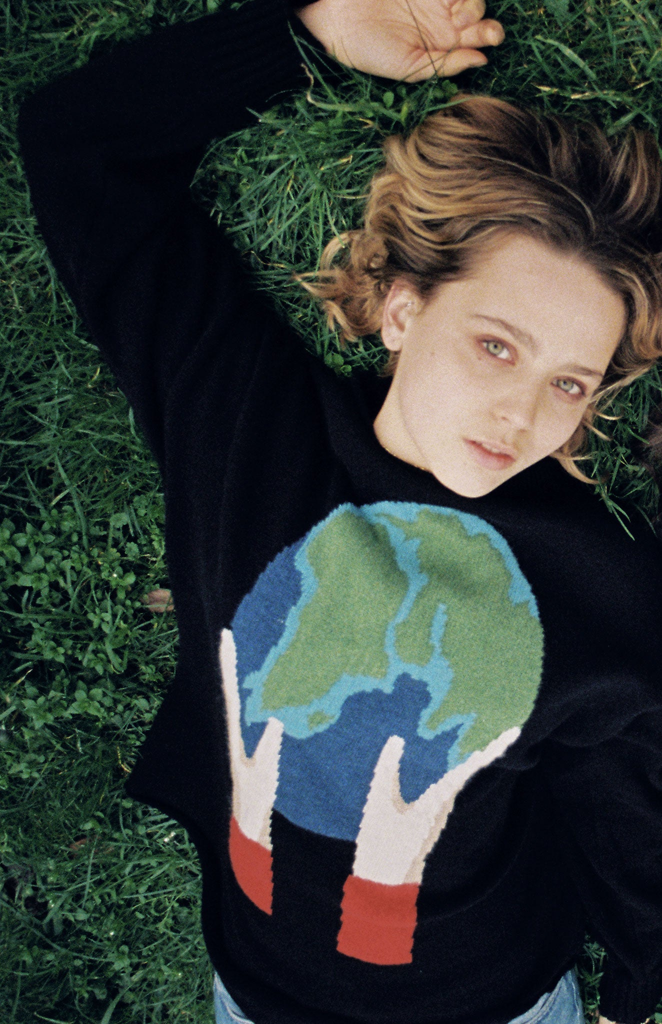 Globe Recycled Cashmere Jumper In Black