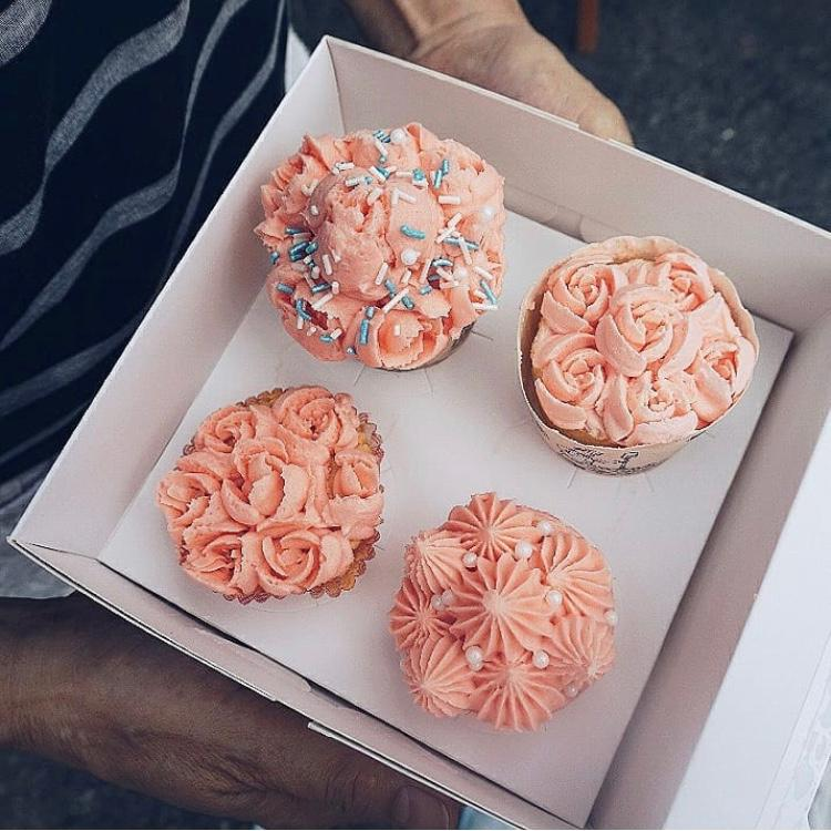 Cup Cake with Swiss Meringue Topping (16pcs) (Ipoh Delivery Only)