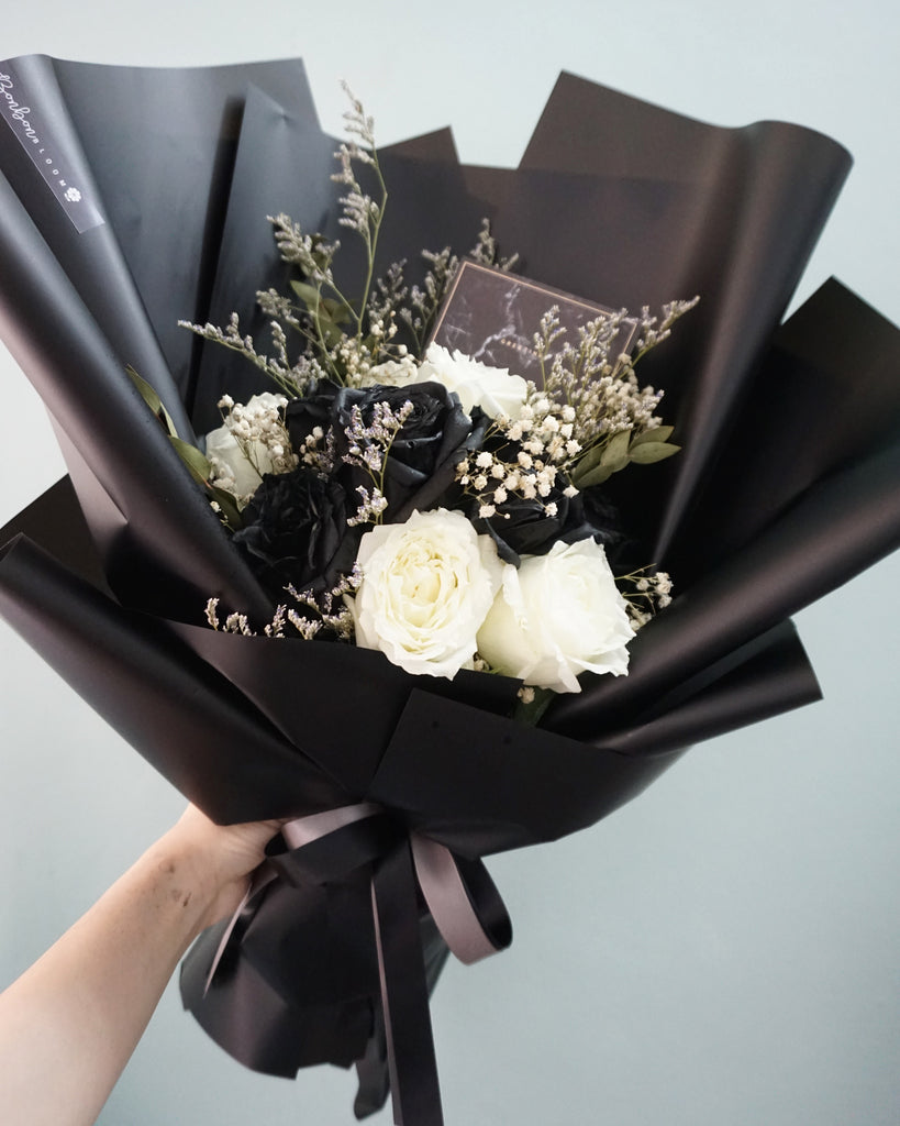 Black & White Roses Classic Bouquet