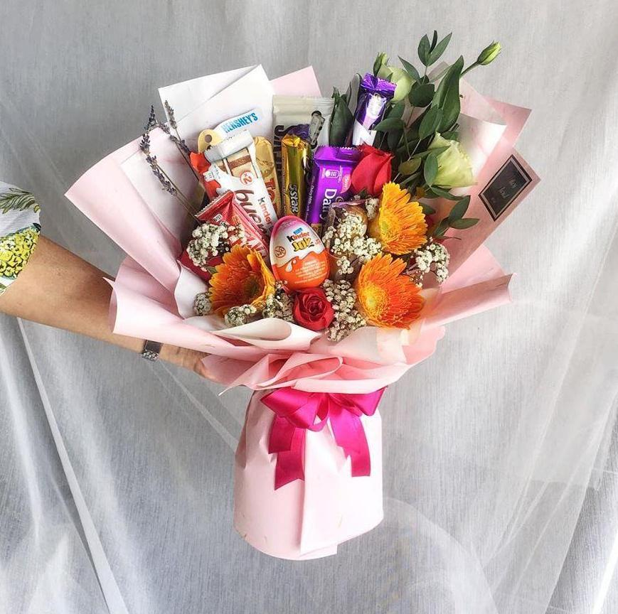 Sweet Tooth Chocolates Mix Flower Bouquet (Ipoh Delivery Only)