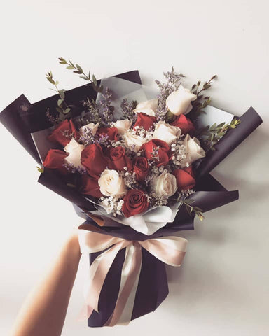 20 stalks of mix red roses and white roses bouquet (Kota Kinabalu Delivery Only)