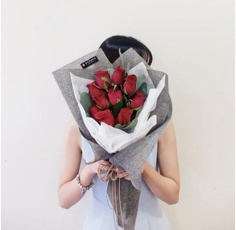 Flickering Hug Red Roses (Penang Delivery only)