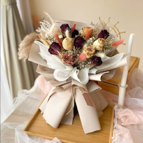Amira Dried Flowers Bouquet