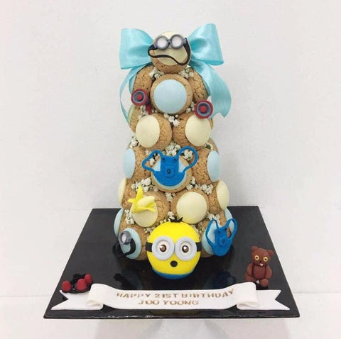 Minion Croquembouche Tower