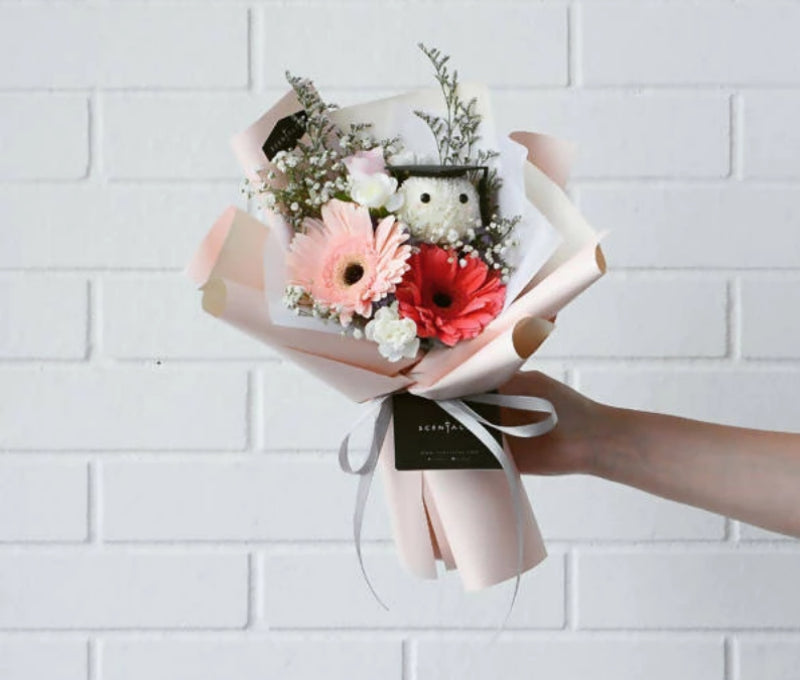 Shine Graduation Petite Flower Bouquet (Cream/Pink)