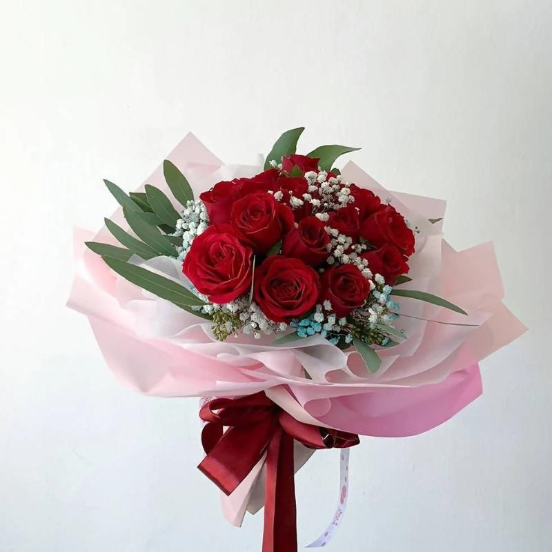 Valentine's Special A Dozen of Red Roses, Rounded (Melaka Delivery Only)