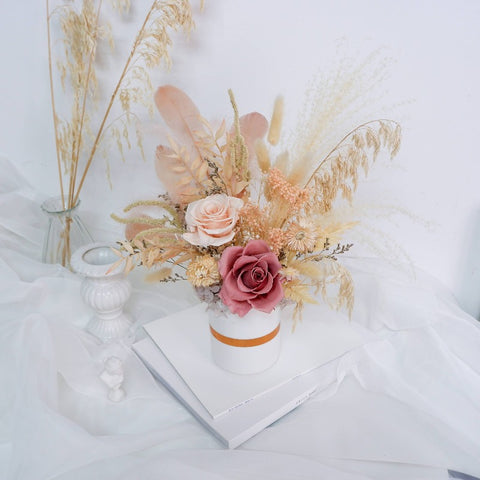Dreamy Feathers Preserved Flower Pot