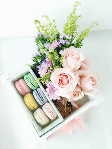 Sweet Box Macarons with Fresh Flowers